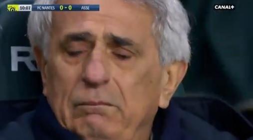 Homenagem dos adeptos a Sala deixa treinador do Nantes em lágrimas