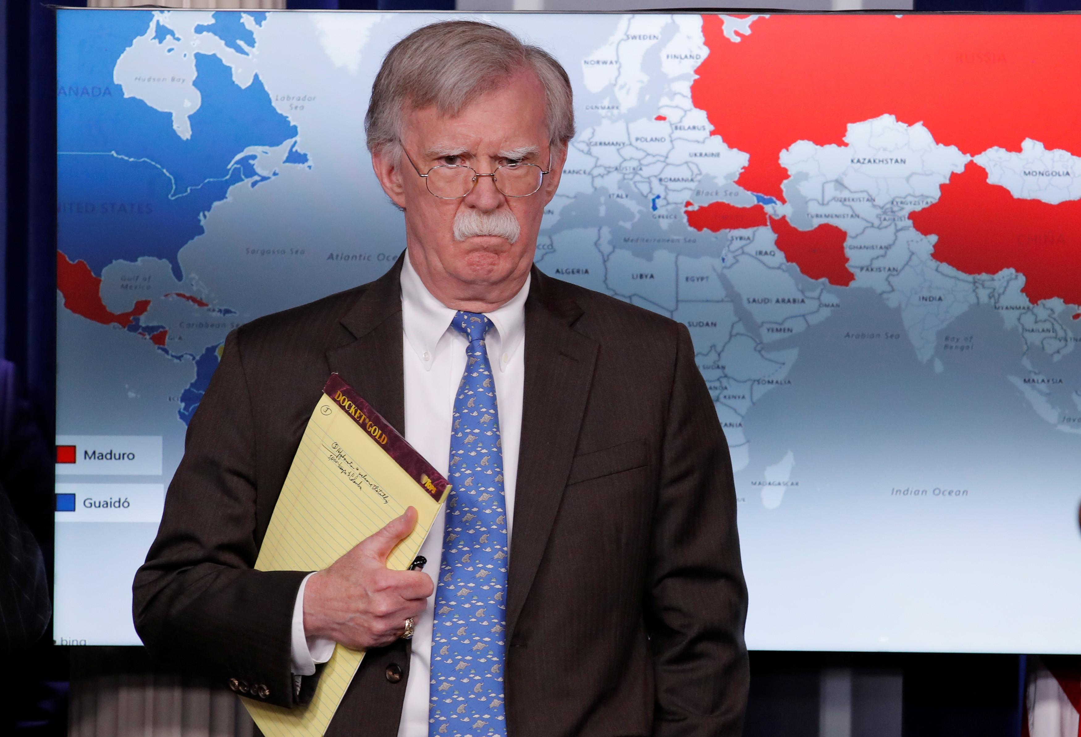 """Bolton aconselha Maduro a retirar-se e ir para uma """"praia longe"""" do país"""