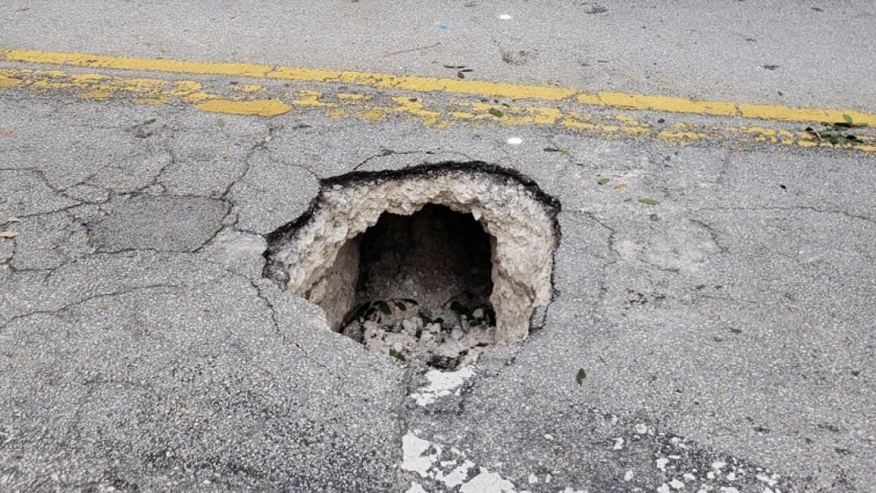 Buraco encontrado em rua da Florida era túnel que ia dar a banco