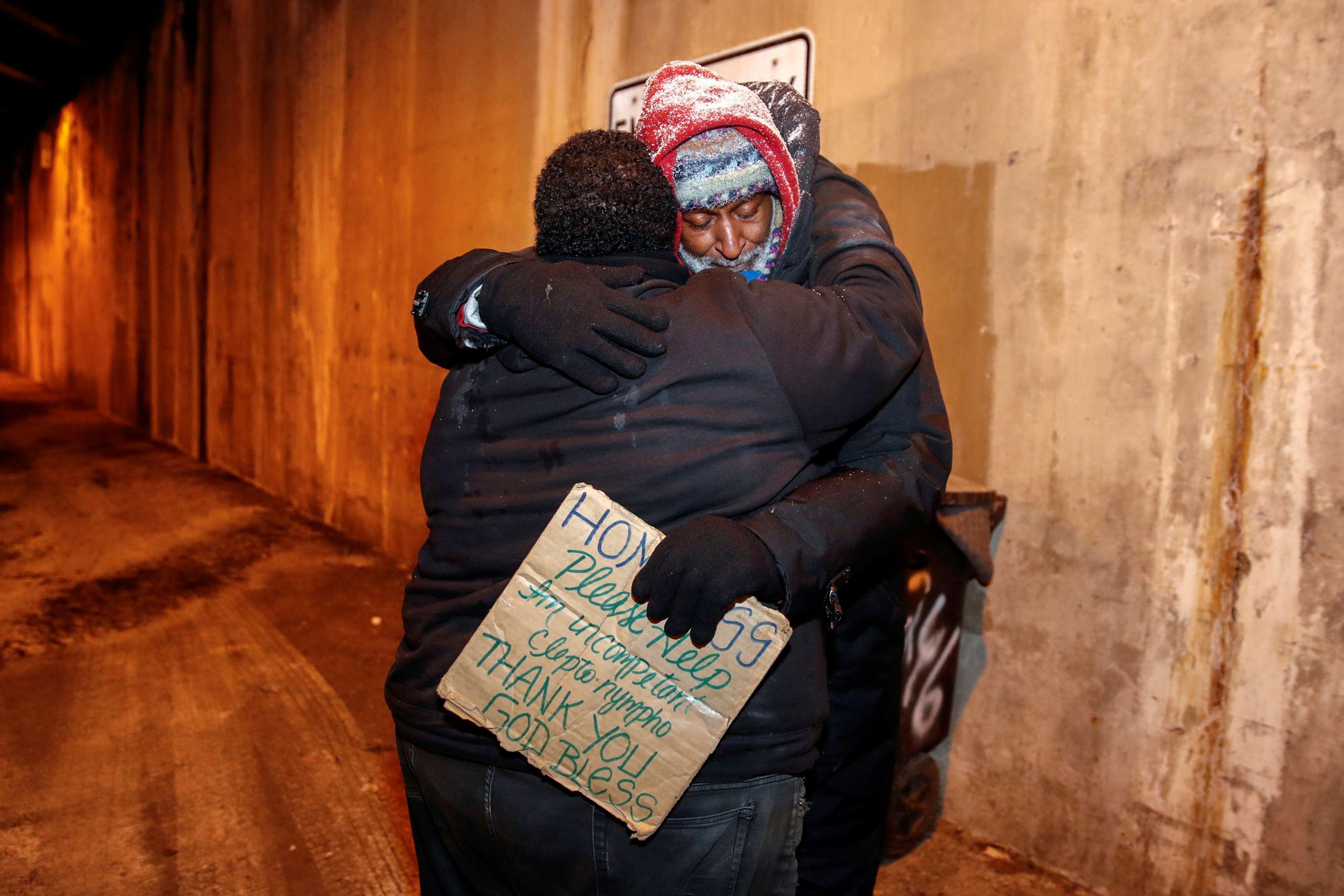 Anónimo paga hotel a 70 sem-abrigo de Chicago para não ficarem ao frio