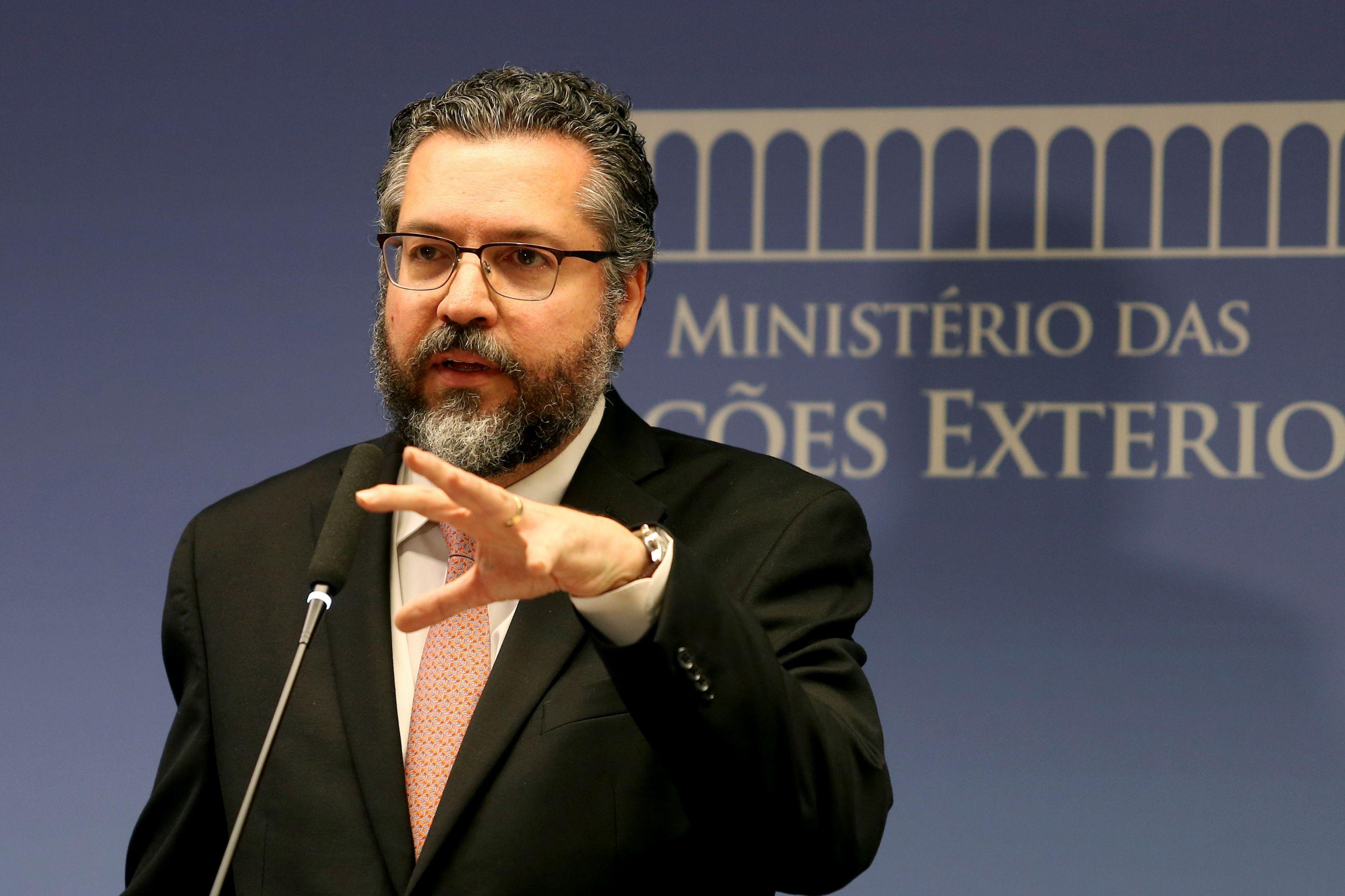 Ernesto Araújo vai participar na entrega de ajuda humanitária à Venezuela