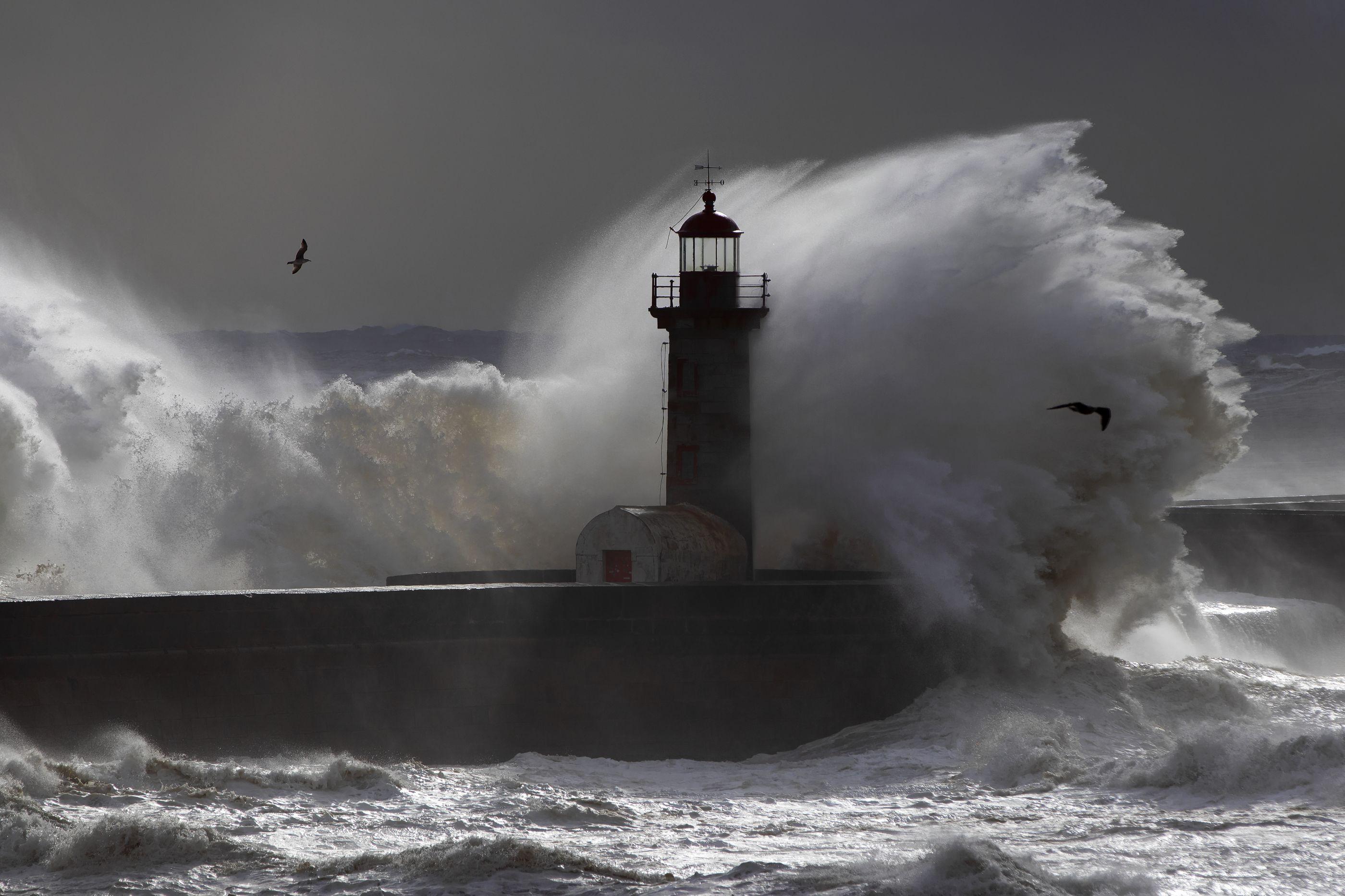 Temperaturas acima dos 20ºC, mas mar agitado põe oito distritos sob aviso