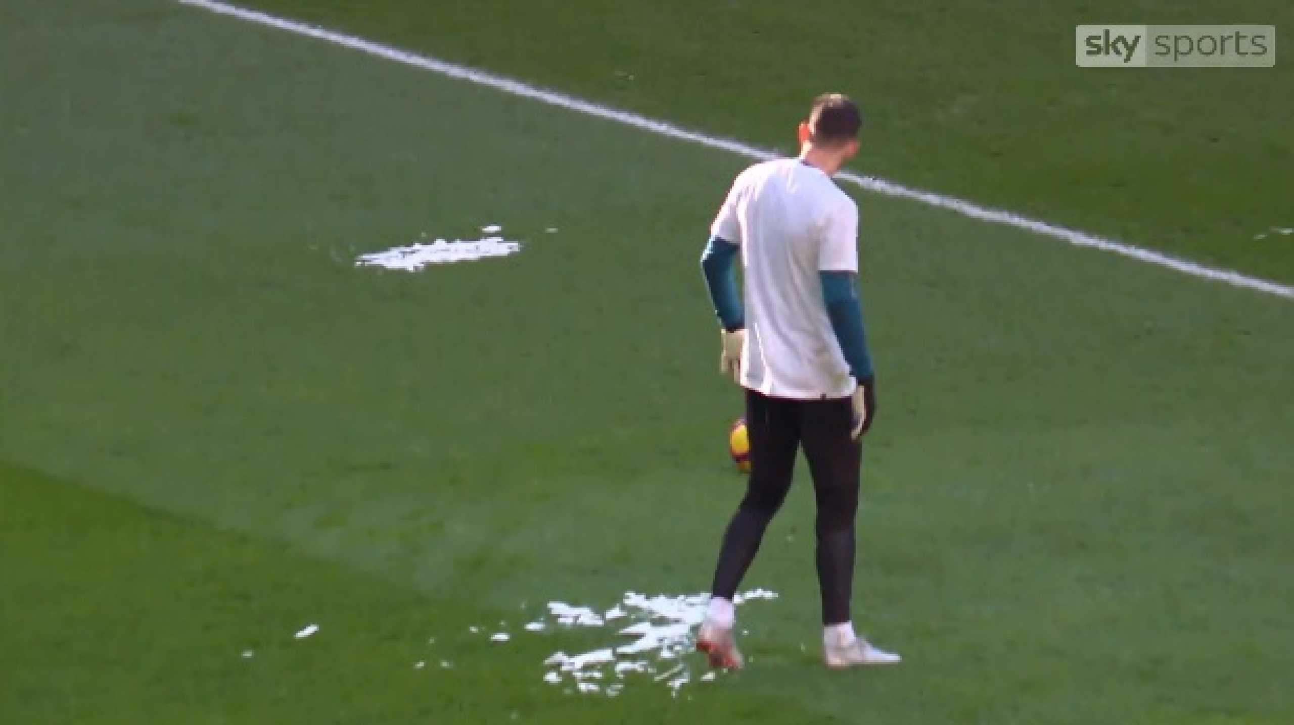 Bloco de gelo quase atingiu Dubravka em pleno estádio de Wembley