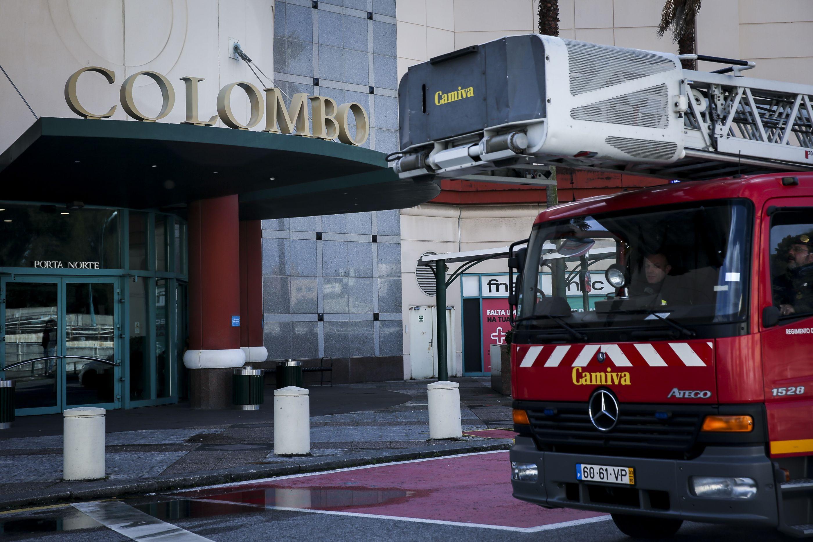 Incêndio causa susto na zona de restauração do Centro Comercial Colombo