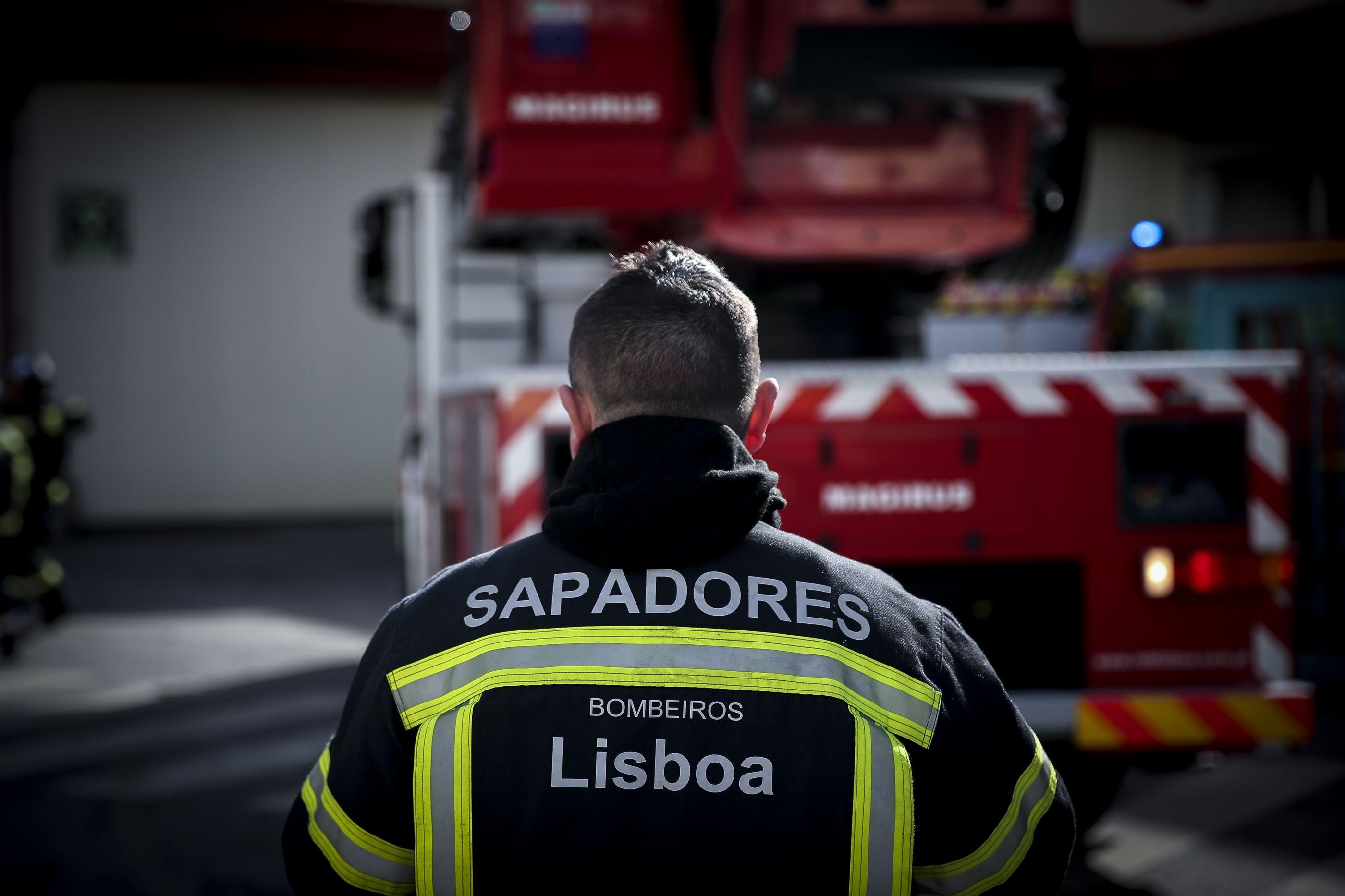Bombeiros profissionais ameaçam deixar de prestar serviço voluntário