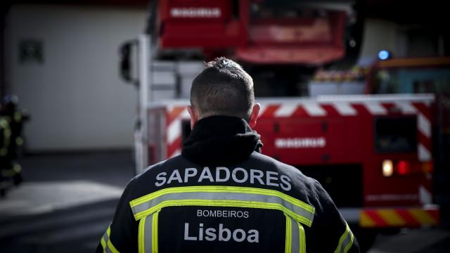 Explosão de gás faz três feridos no centro de Lisboa