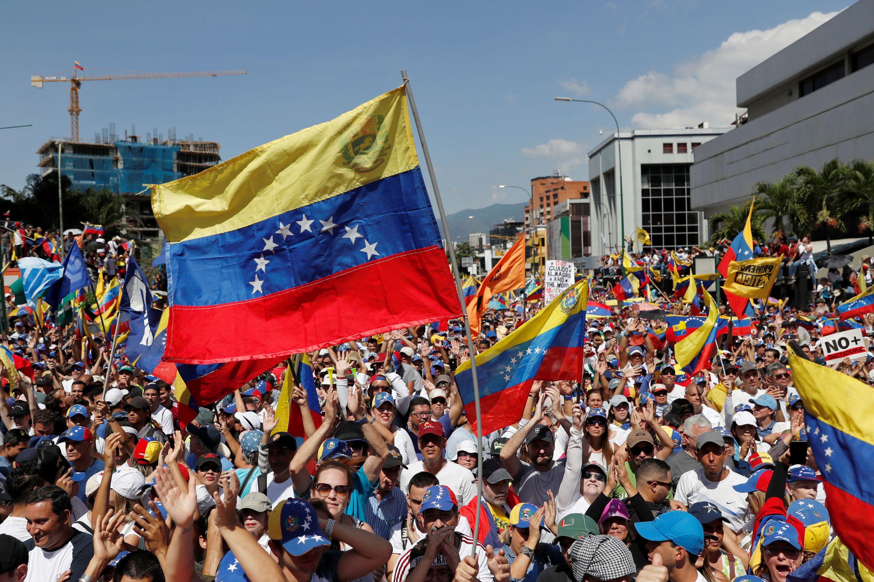 Militares foram o principal destino das mensagens de Maduro e de Guaidó