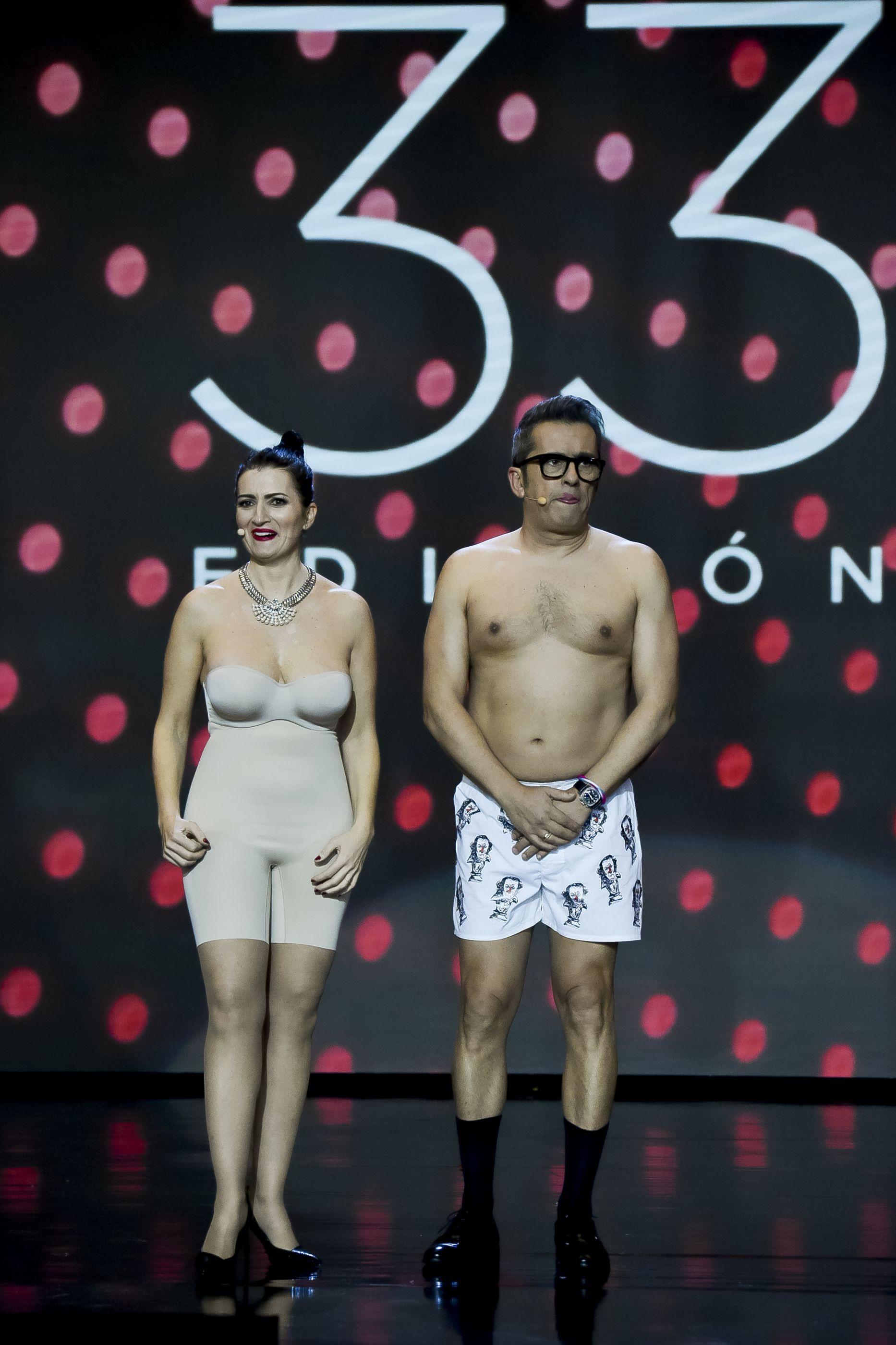 Apresentadores dos prémios Goya aparecem em roupa interior