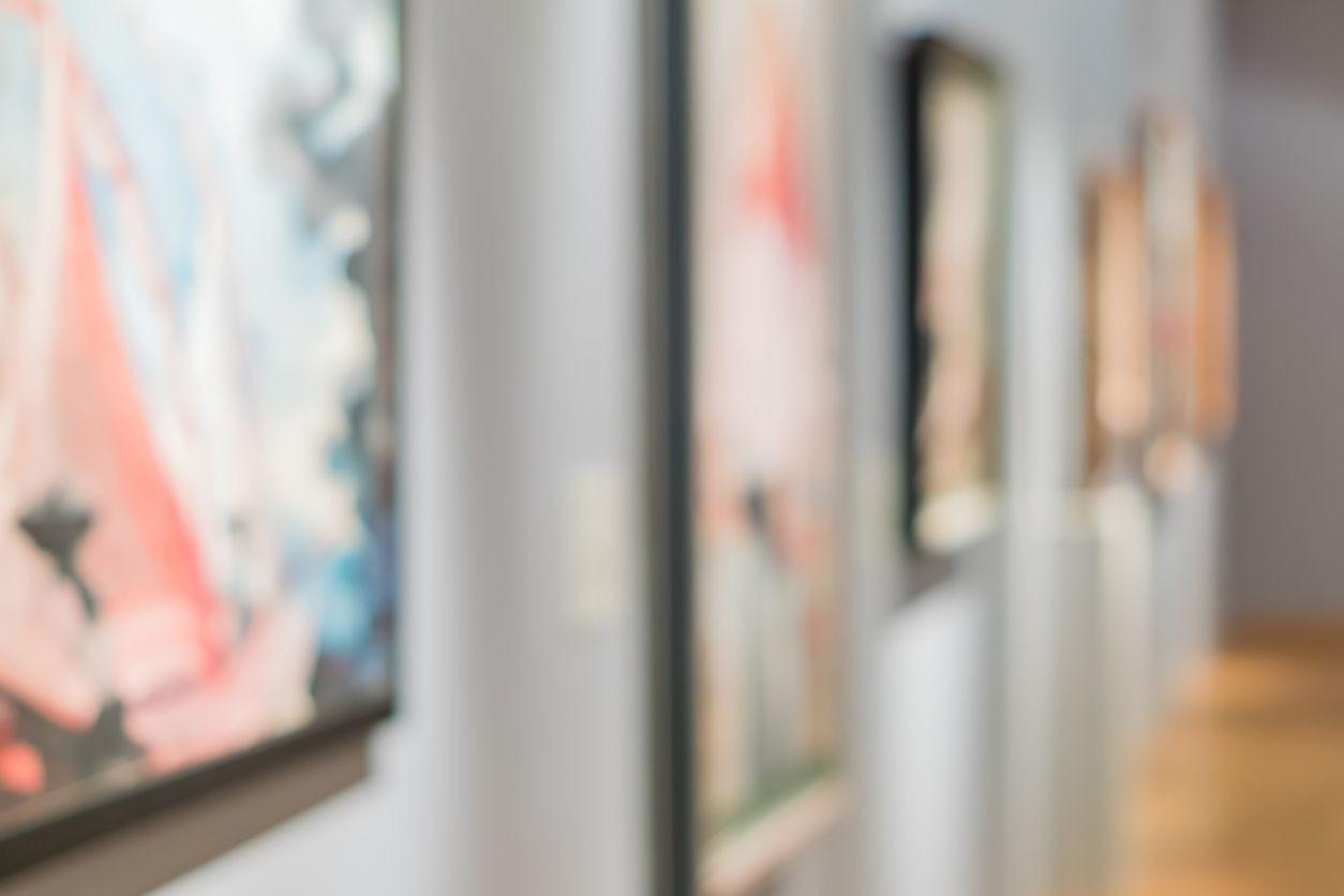 Exposição 'Murro no estômago' aborda o efeito intrusivo da obra de arte