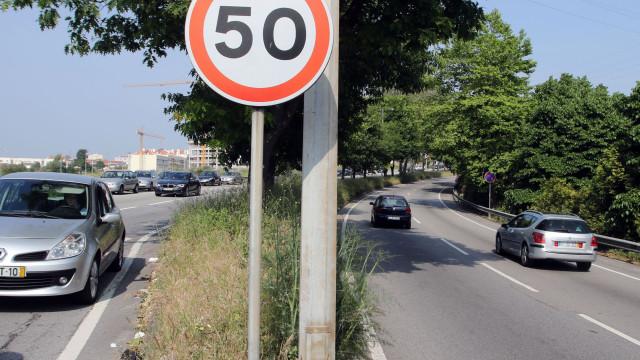 Carros novos terão limitadores automáticos de velocidade