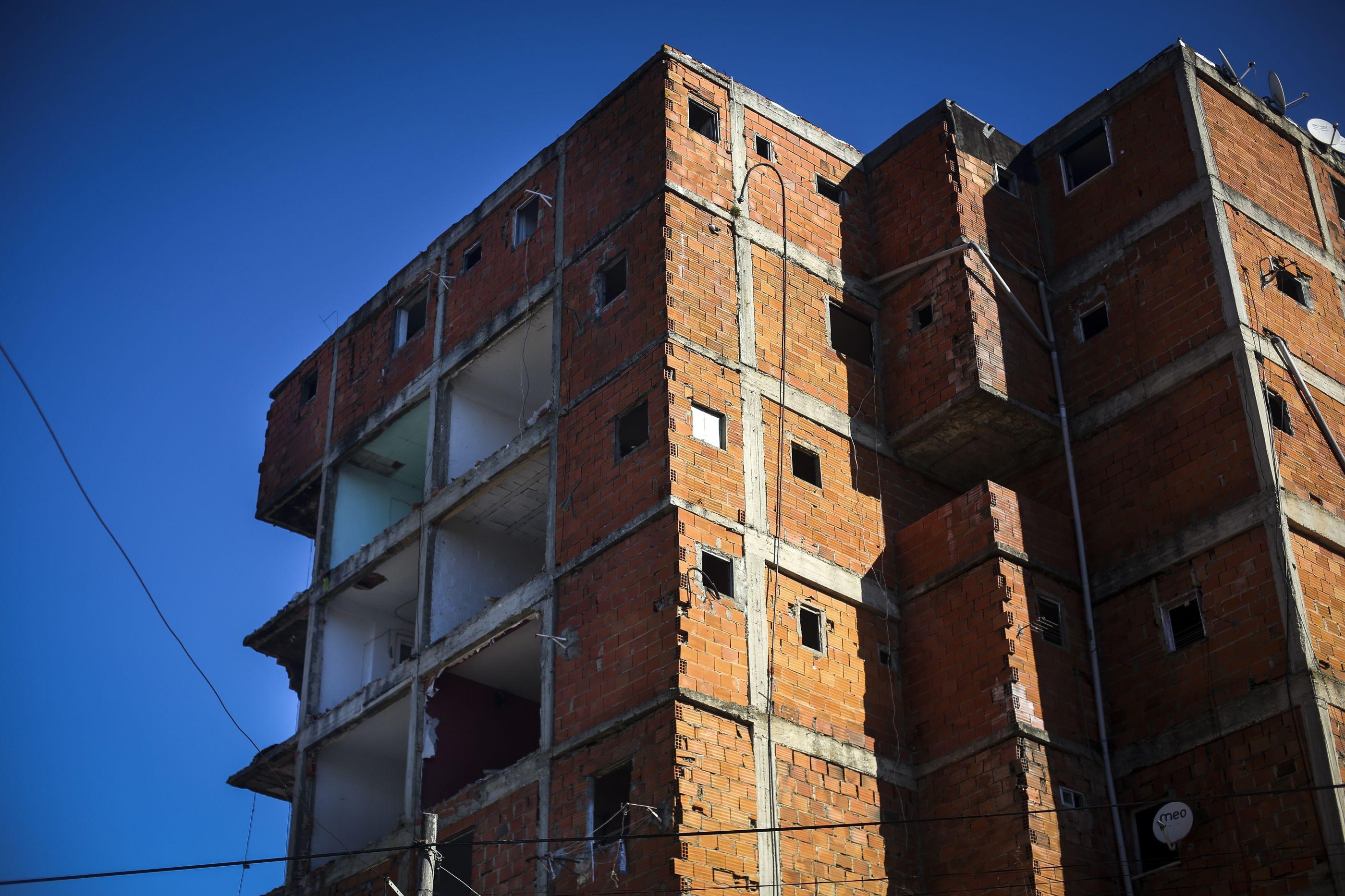 Demolições no bairro da Jamaica no Seixal foram retomadas hoje