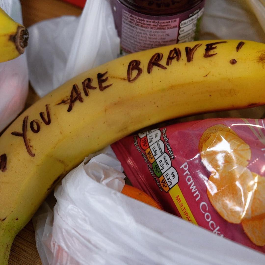 Prostituta critica Meghan Markle por enviar mensagens em peças de fruta