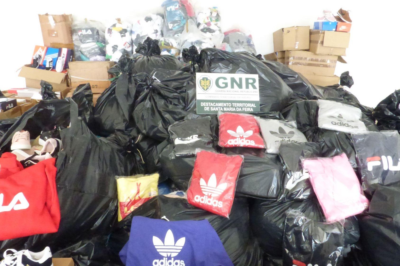 Quatro mil artigos contrafeitos apreendidos na Feira dos Dez