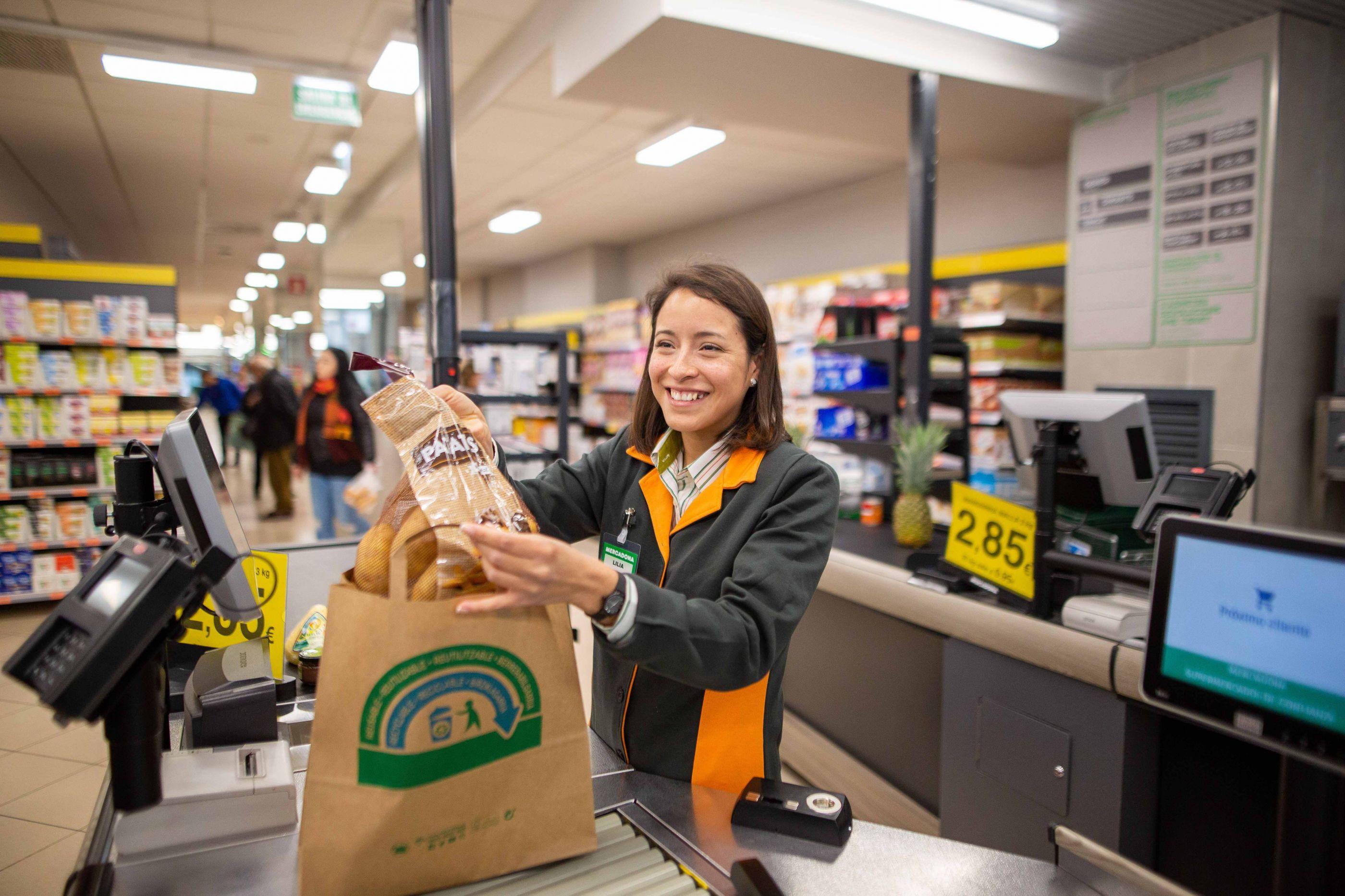 Mercadona quer pôr fim aos sacos de plástico. Chega a Portugal em julho
