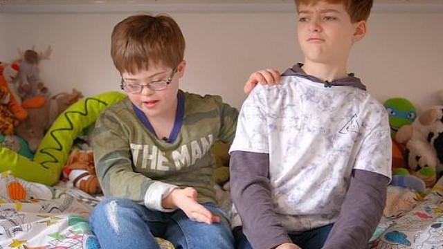 Relação entre gémeos, um com Síndrome de Down, é exemplo para todos