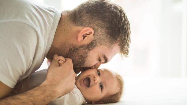 Tic-tac. Ser pai após esta idade pode ser prejudicial para saúde do bebé