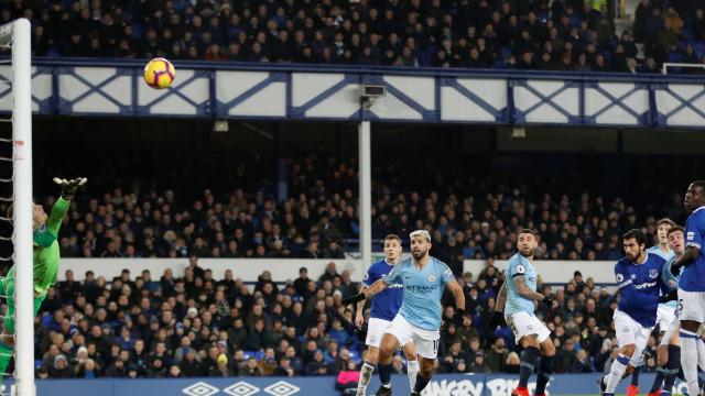 Man. City agrava crise de Marco Silva e rouba liderança ao Liverpool