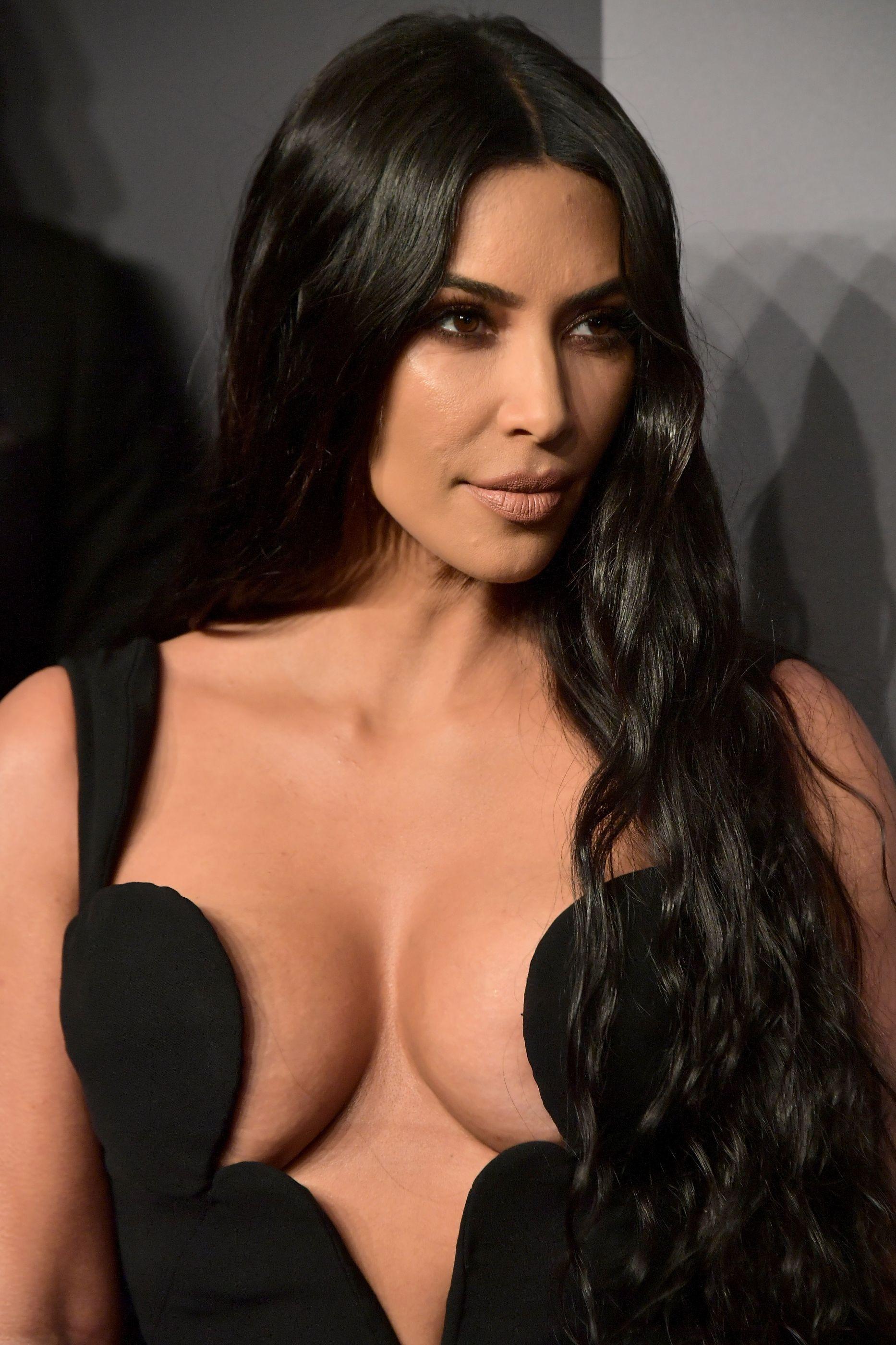 O decote 'explosivo' de Kim Kardashian que não deixou ninguém indiferente