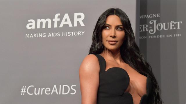 """Os dois homens que """"derretem"""" o coração de Kim Kardashian em foto amorosa"""