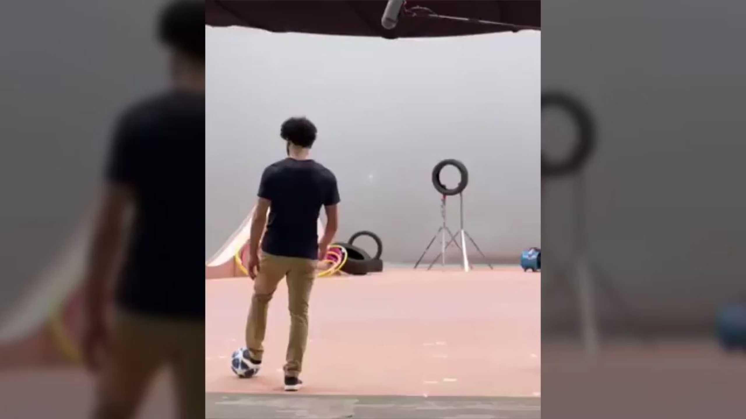 Salah mostra dotes de 'sniper' em vídeo promocional