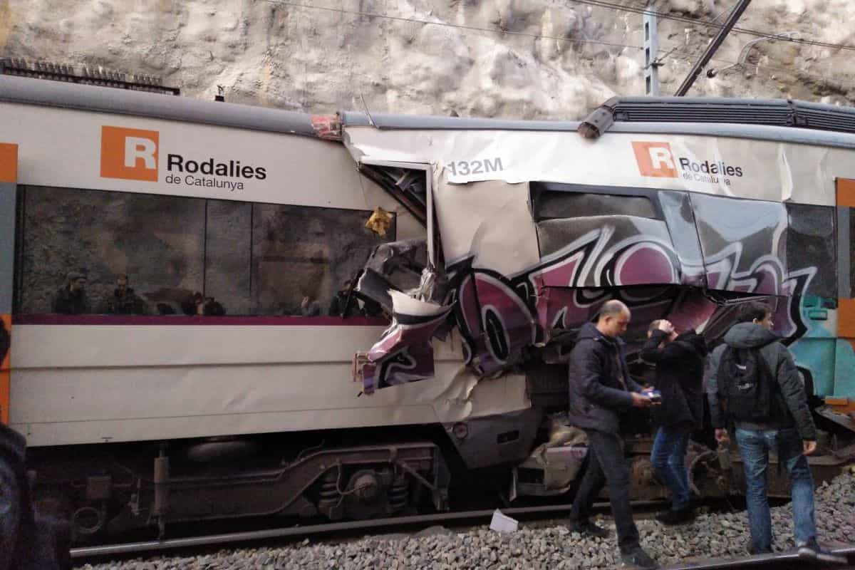 Um morto e uma centena de feridos em colisão de comboios em Barcelona