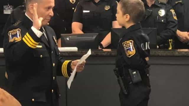 Menina de seis anos com cancro realiza sonho de se tornar polícia