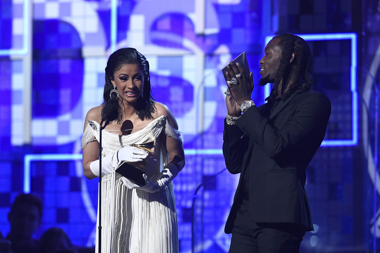 Cardi B foi uma das vencedoras e subiu ao palco ao lado de Offset