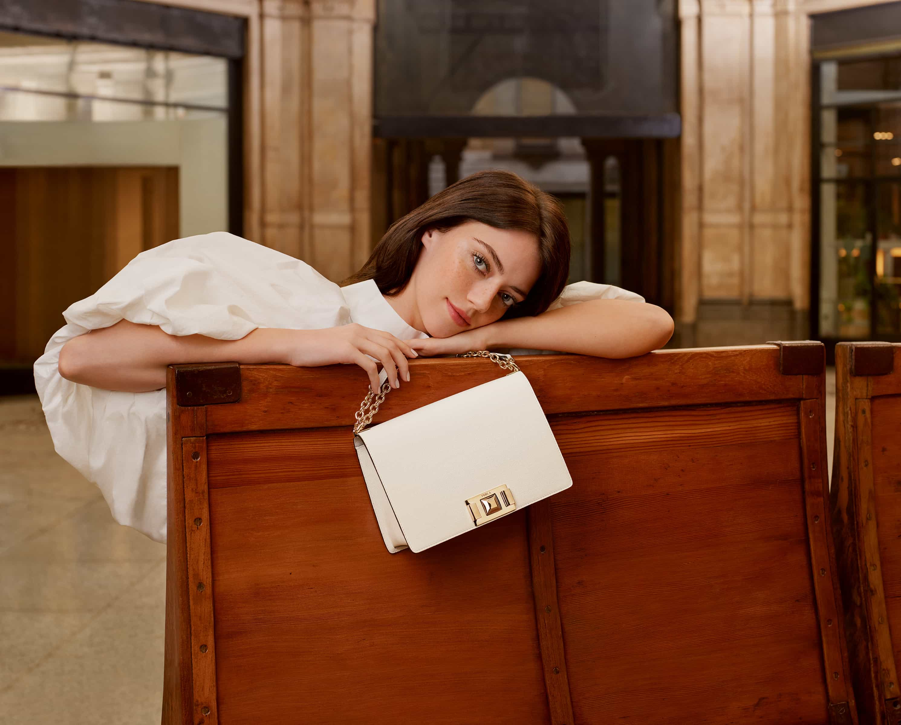 Nova carteira sensação Furla Mimi: Prática, funcional e muito chique