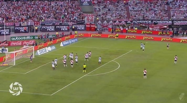 Quintero marca livre 'do outro mundo' na vitória do River Plate