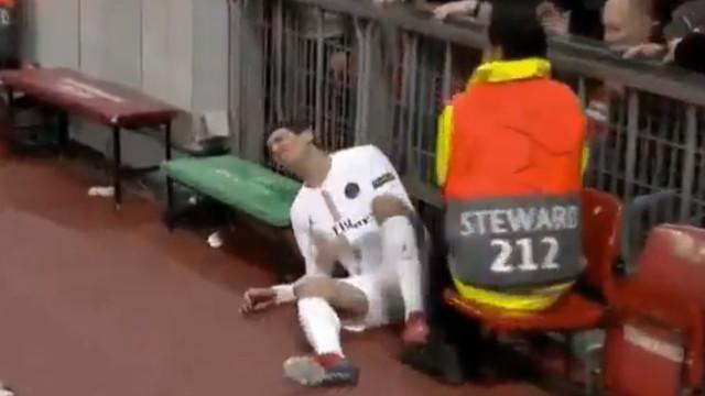 Di María chocou contra um dos muros de Old Trafford e temeu-se o pior