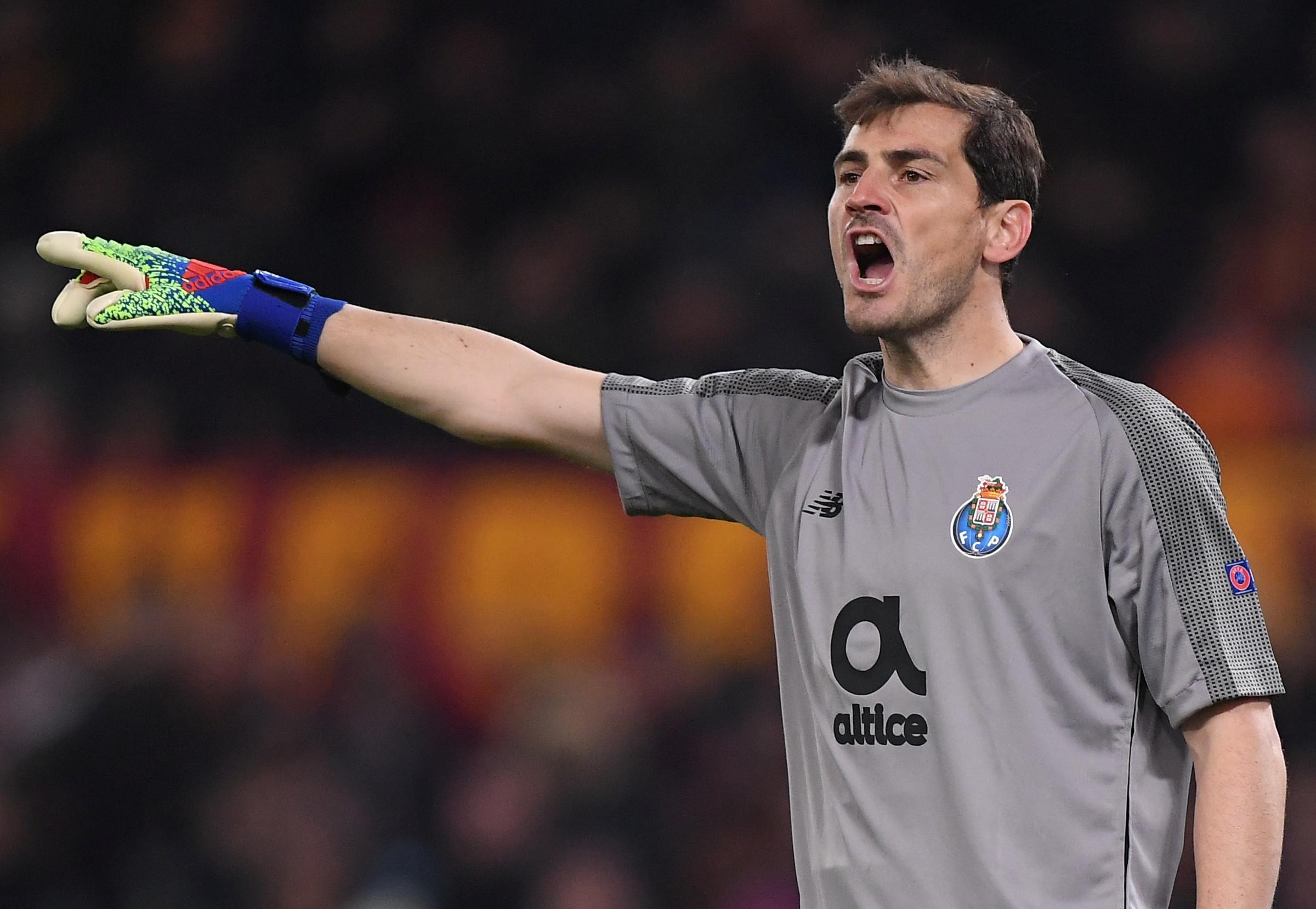 Oficial: Casillas renova contrato com o FC Porto
