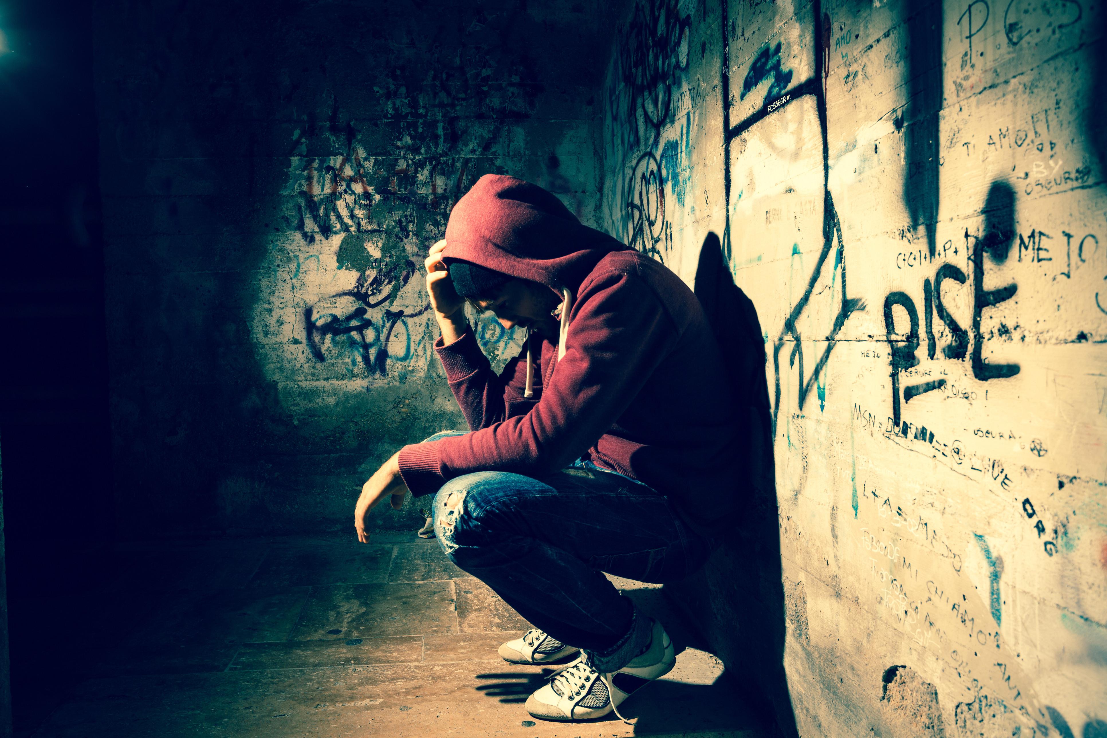 Adolescentes que fumam canábis correm maior risco de depressão e suicídio