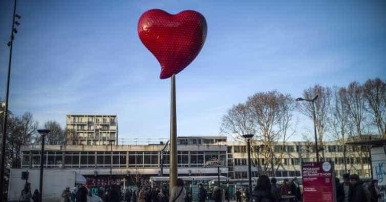Gigante e luminoso, assim é o coração de Joana Vasconcelos em Paris