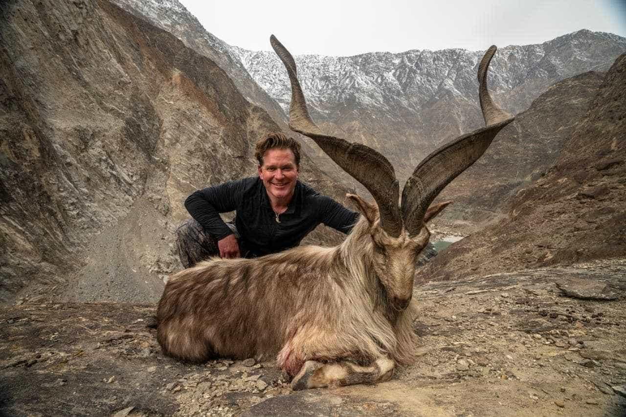 Americano paga 110 mil dólares para matar cabra rara no Paquistão