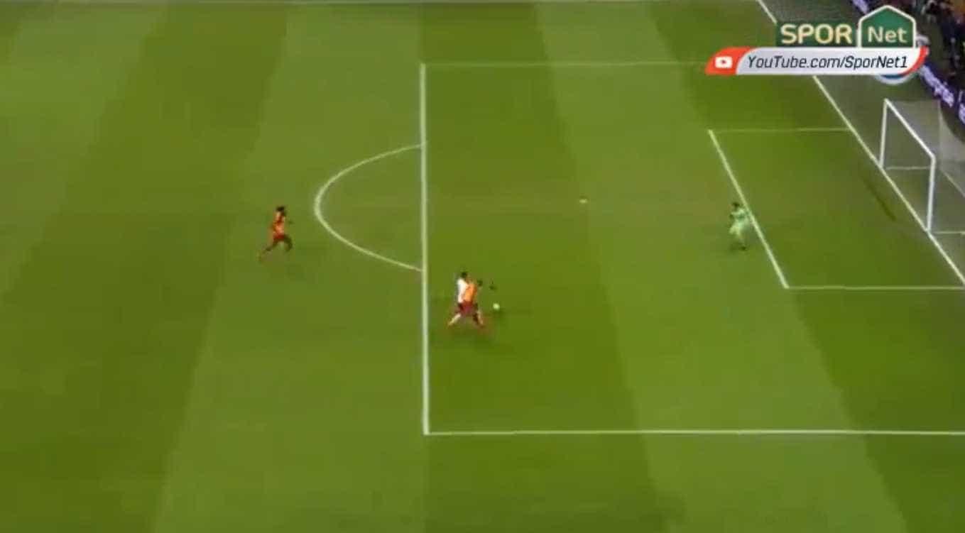 Festa do Galatasaray durou 10 minutos. Benfica responde por Seferovic