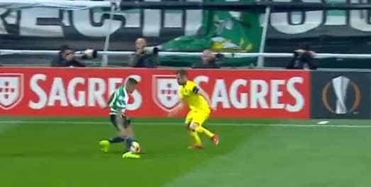Lance genial de Raphinha deixou jogador do Villarreal desorientado