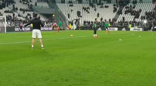 Cristiano Ronaldo impressiona no aquecimento com toque 'invisível'