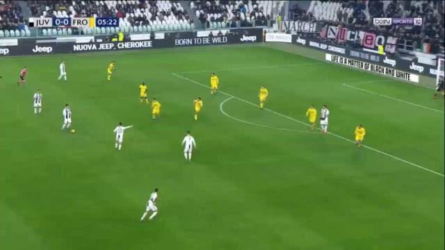 Dybala marcou golaço do meio da rua após passe de Ronaldo