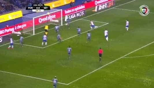 Herrera abre marcador no Dragão e festeja abraçado a Conceição