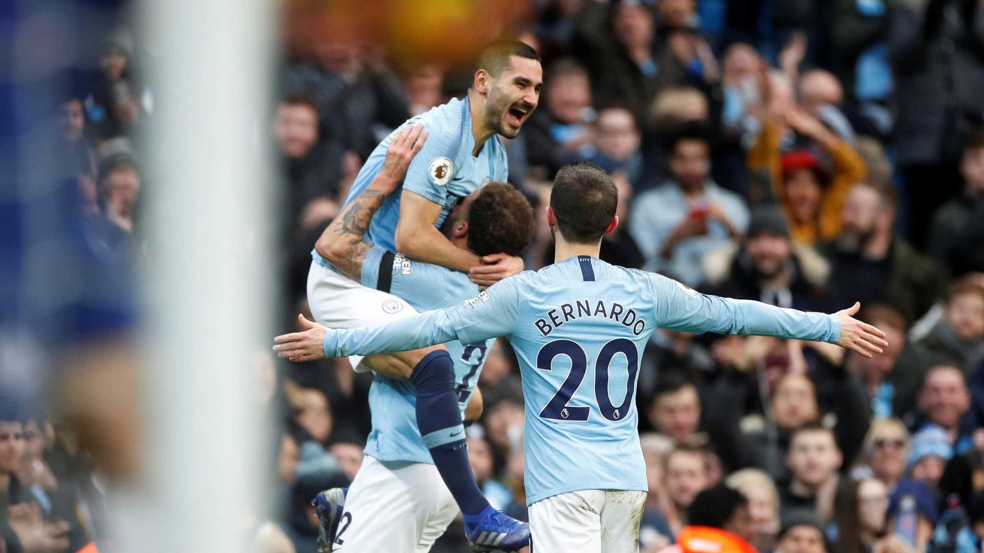 b76999f7c58 Adeus Nike. Manchester City assina contrato  assombroso  com a Puma