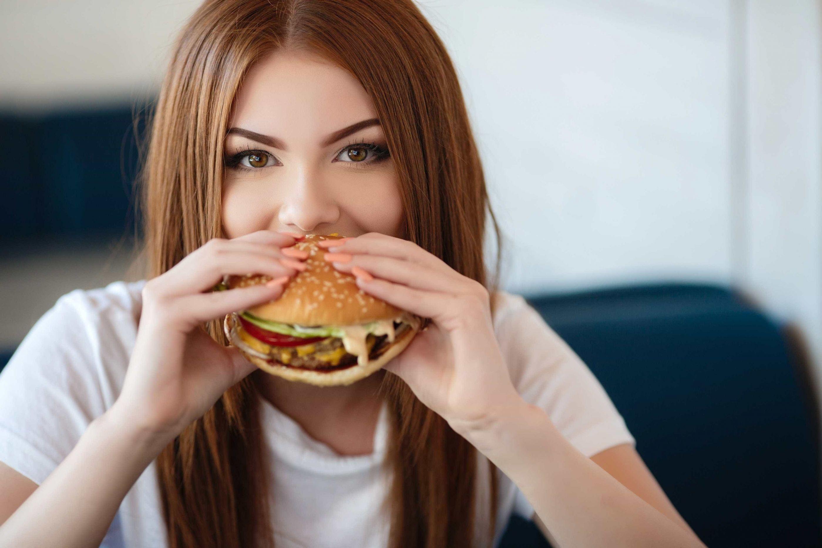 Comer carne processada aumenta risco desta doença respiratória