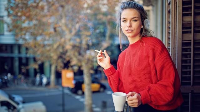 Conheça a cor mais feia do mundo e a sua relação com o tabaco