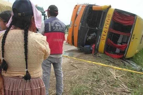 Pelo menos 24 mortos e 15 feridos em acidente com autocarro na Bolívia