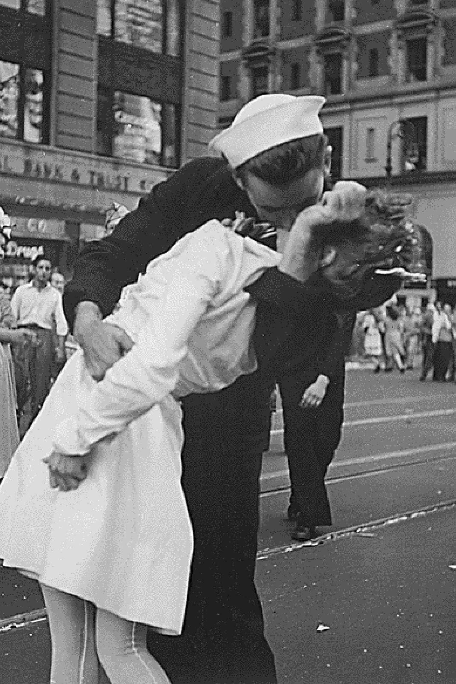 Morreu o marinheiro da fotografia de beijo no final da II Guerra Mundial
