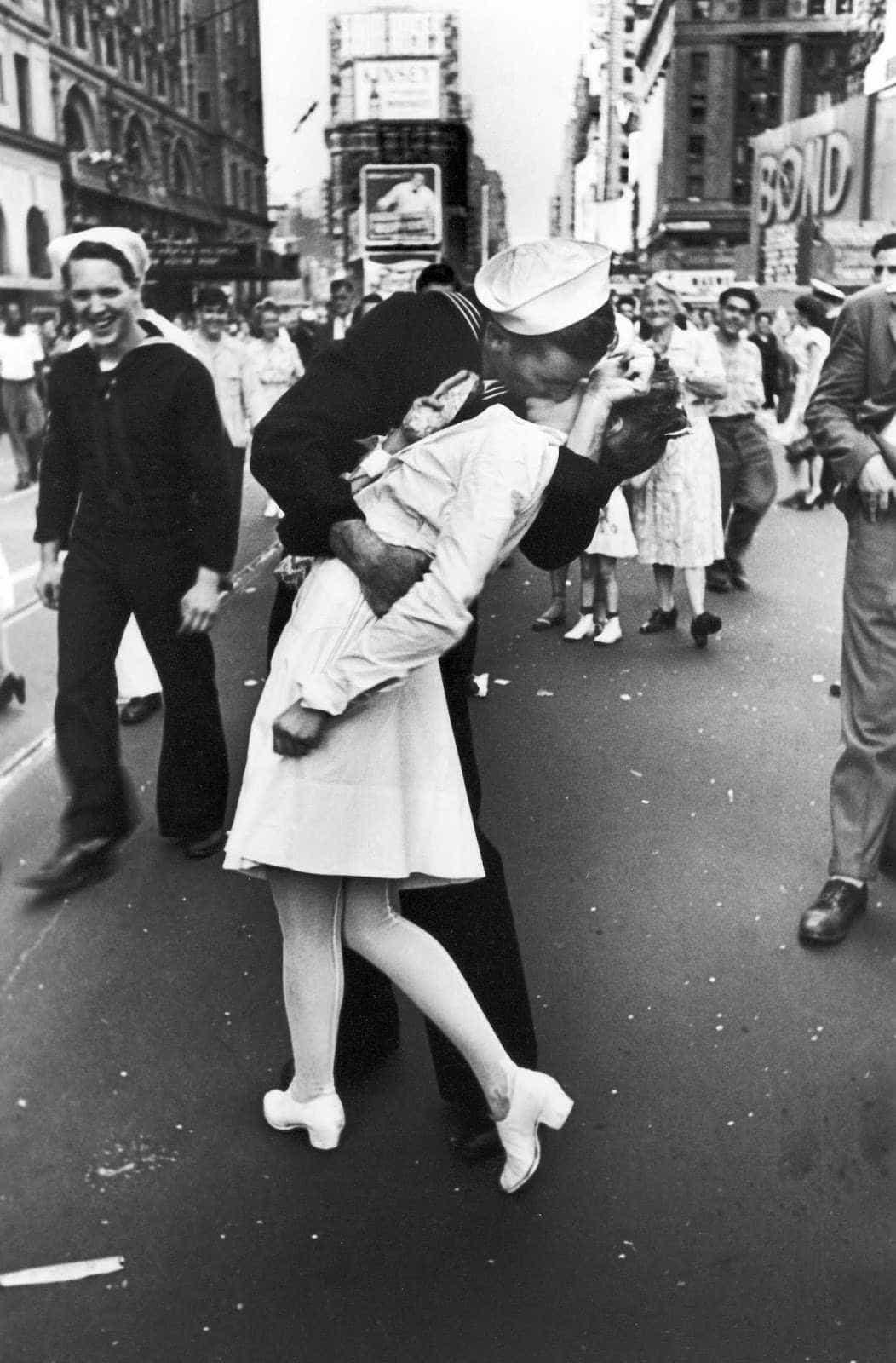Morreu marinheiro lusodescendente da fotografia do beijo em Times Square