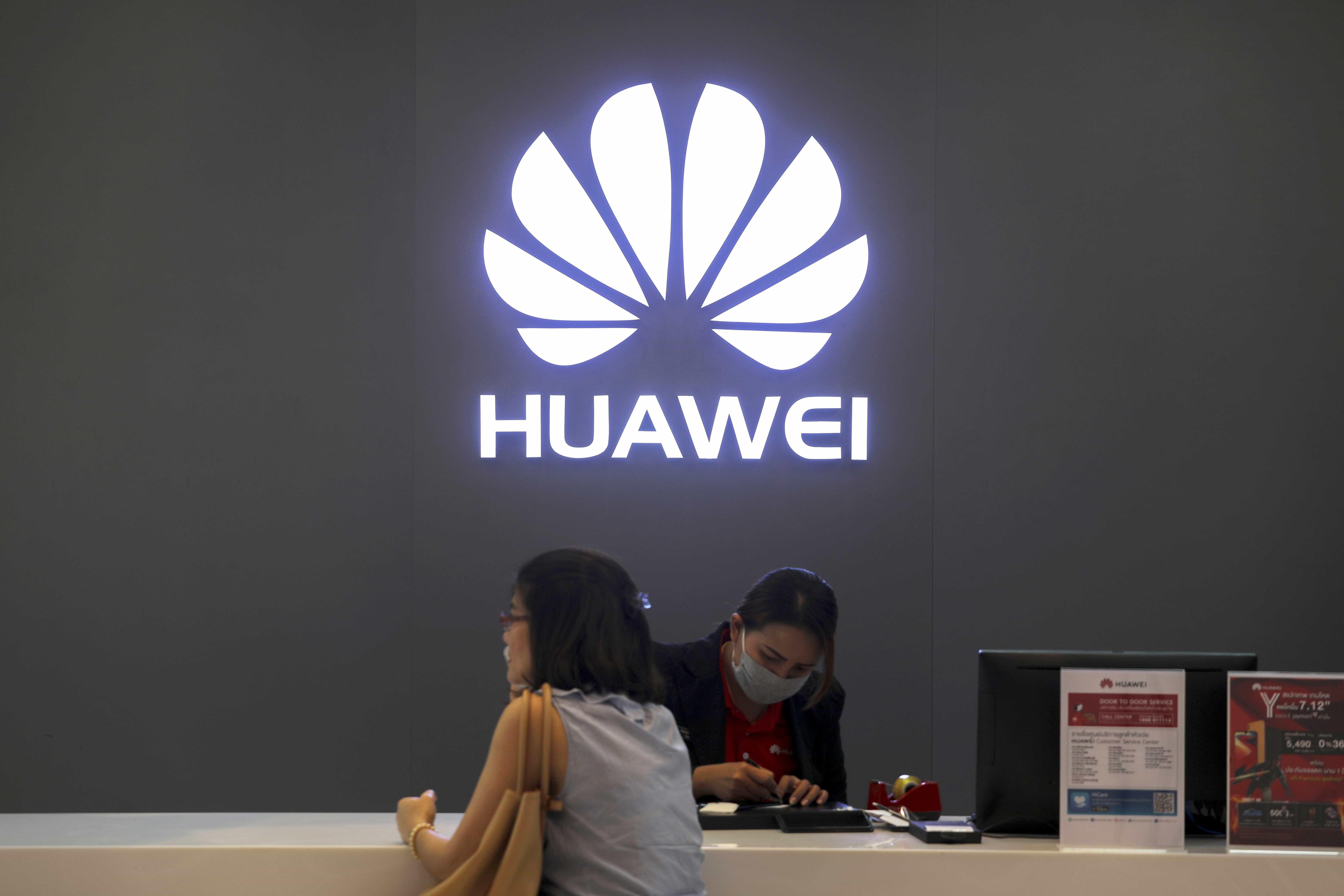 """Huawei """"agradada"""" por Londres permitir participação em redes 5G"""