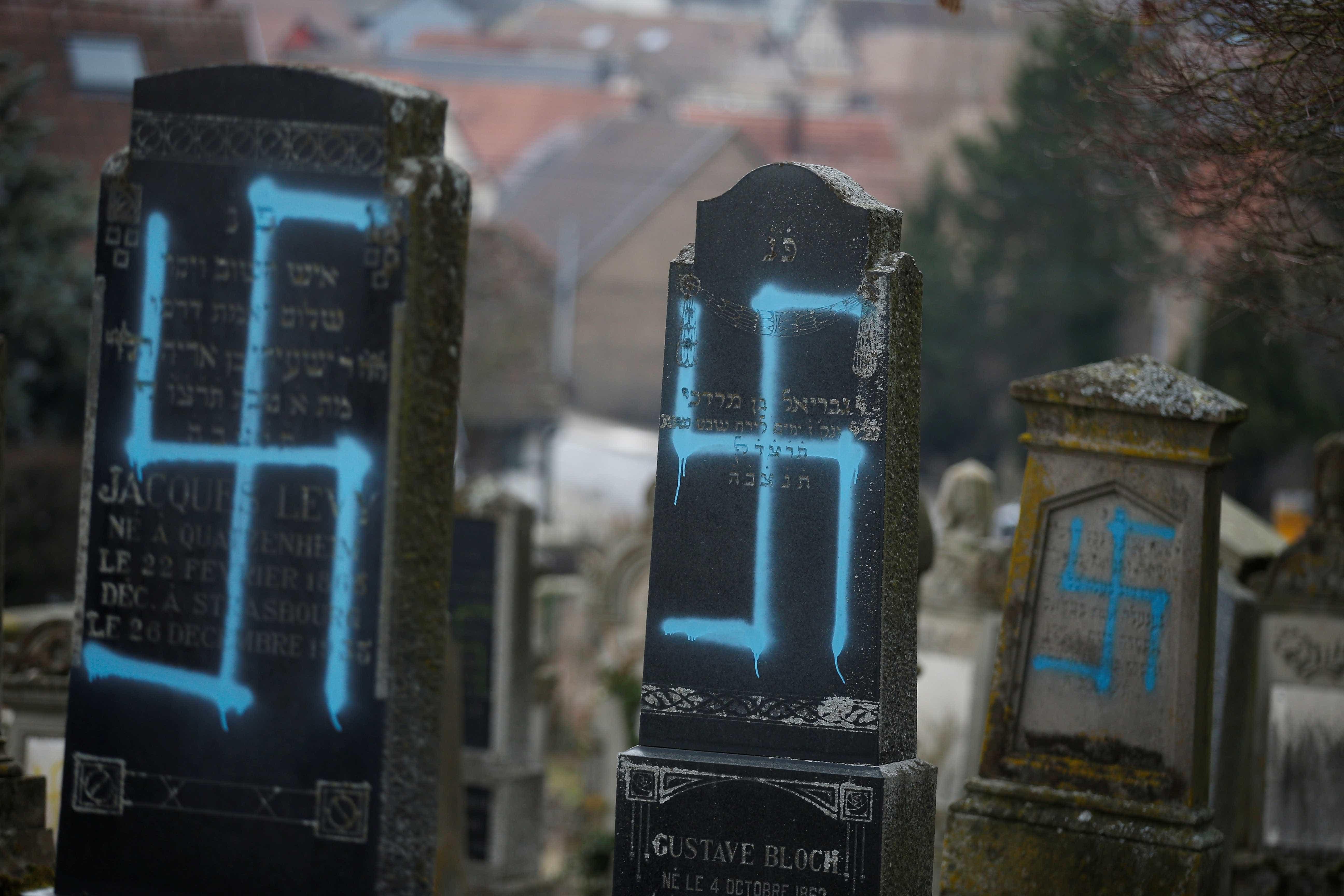Sepulturas profanadas em cemitério judaico perto de Estrasburgo