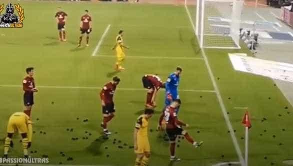 Dortmund: Jadon Sancho 'vítima' de arremesso de bolas pretas