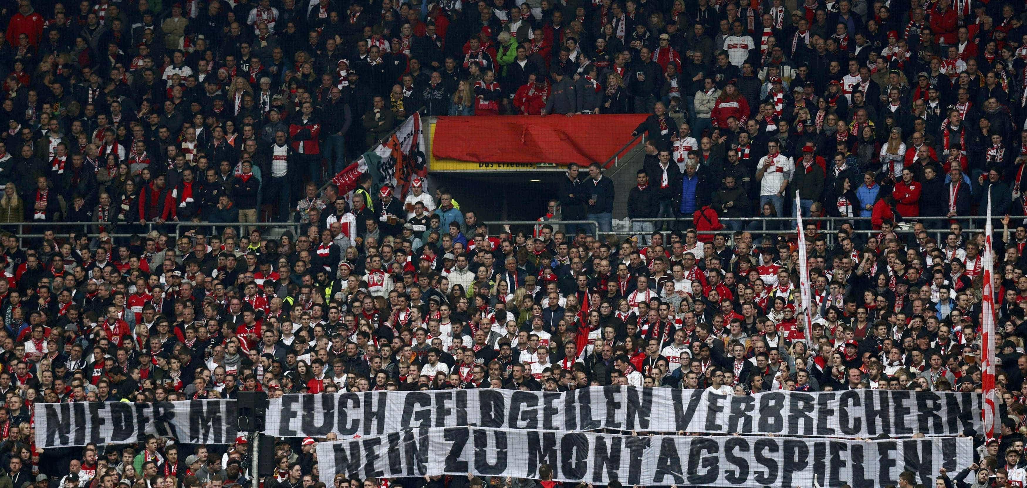 Europa diz basta aos jogos à segunda. Até já se vêem caixões nos estádios