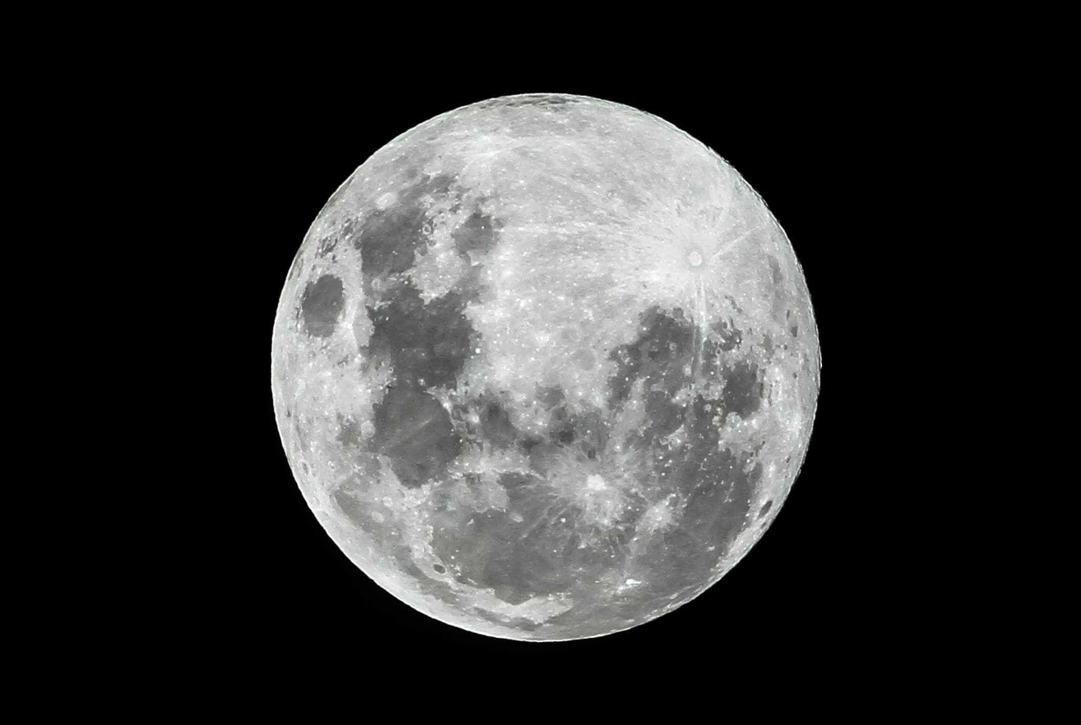NASA observa moléculas de água em movimento na Lua